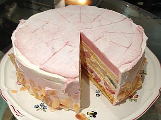苺ムースとフルーツのショートケーキ